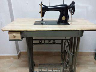 Antigua máquina coser Alfa