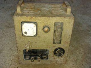Cargador de baterías antiguo