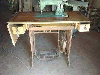 Estupenda maquina de coser ALFA