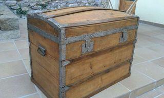 Antiguo baúl o caja