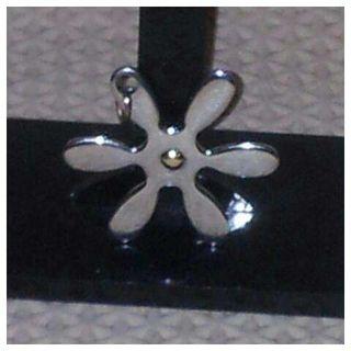 A Estrenar Colgante de acero en forma de flor