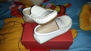 Zapato blanco niño