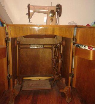 Antigua Maquina de cocer Singer