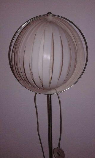 Lámpara con casquillo E27