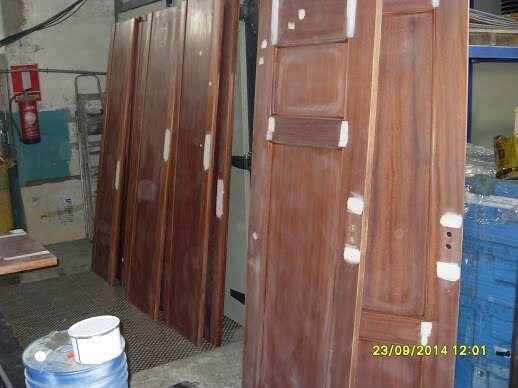 Lacado de puertas de paso madera lacado pintado la de for Puertas de paso segunda mano