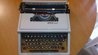 Màquina de escribir olivetti dora