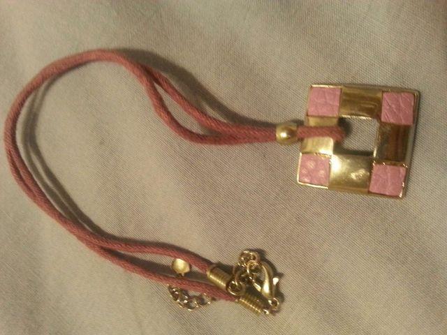 Collar morado lila plata cuadrado pequeño