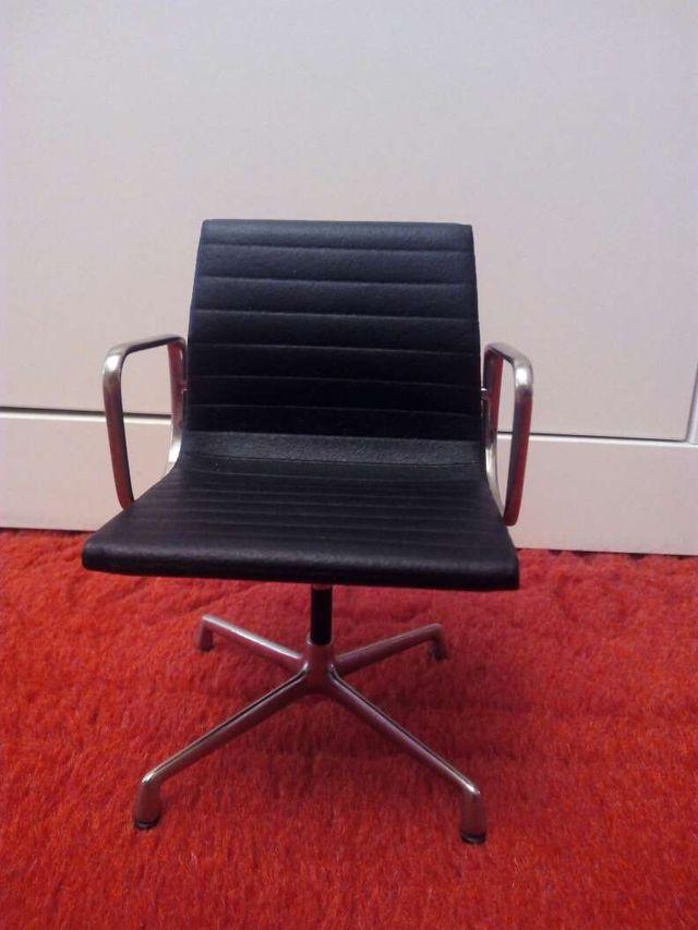 miniatura vitra aluminum chair eames de segunda mano por. Black Bedroom Furniture Sets. Home Design Ideas