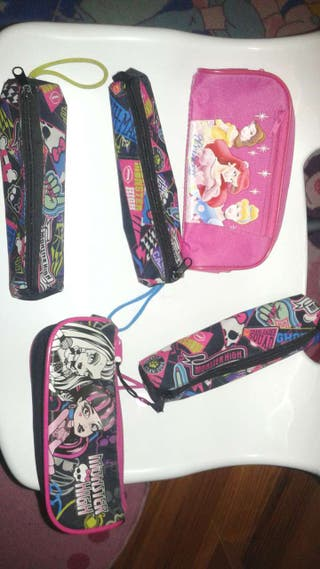 Cartucheras monster high y cartuchera y puzzle de princesas.