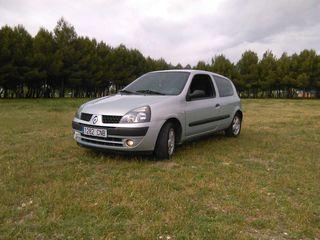 Renault Clio 1.2 gasolina .año 2004