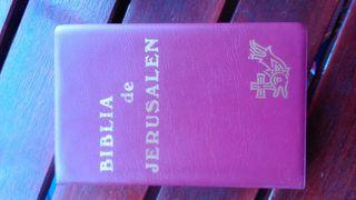 Biblia con funda.