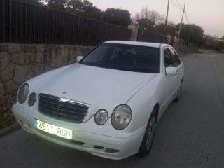 Mercedes clas e 270 año 2002 esta en buen estado tene 320 mil kilómetros
