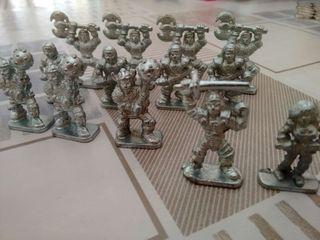 Lote de 13 figuras miniatura VIKINGOS de metal