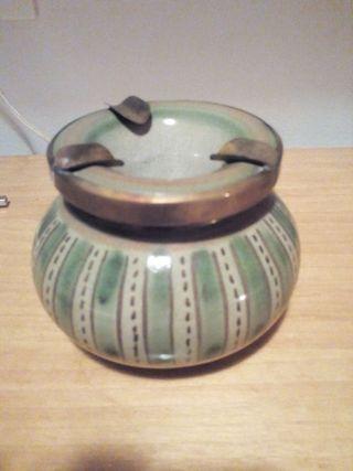 Cenicero de agua en porcelana. Hecho a mano