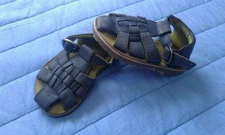 Sandalias piel de niño. Talla 19