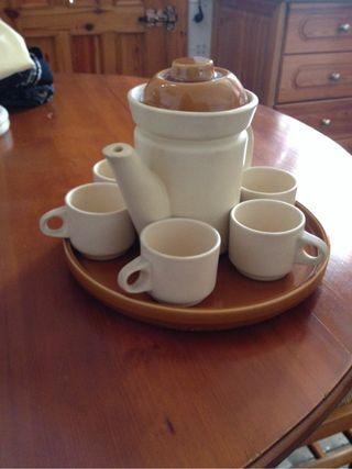 Juego de Cafe de ceramica con cafetera y Bandeja