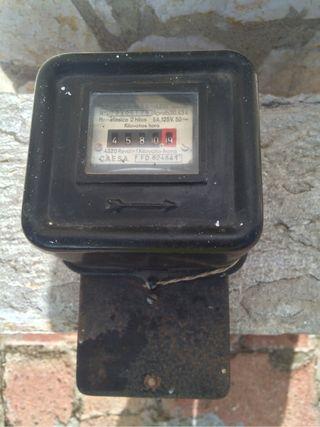 contador de luz antiguo