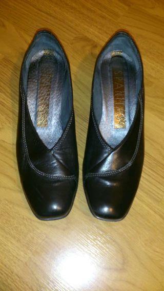 Zapatos piel negros Hispanitas