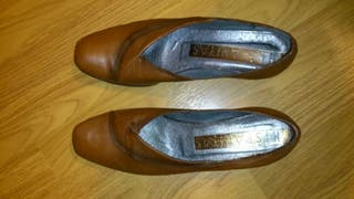 Zapatos piel marrones Hispanitas