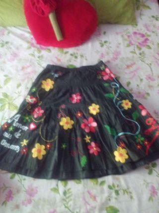 Autentica falda liberto (dibujos bordados a manos)