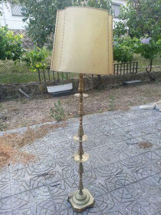 Lámpara pie antigua de bronce
