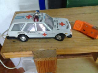 Coche ambulancia con cable antiguo