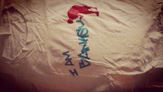 Banksy camiseta gris