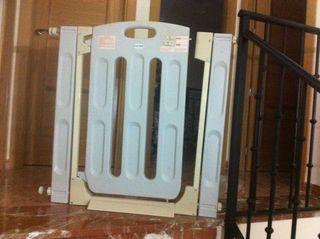 Barrera proteccion escaleras ni os de segunda mano por 15 en badostain wallapop - Proteccion escaleras ninos ...