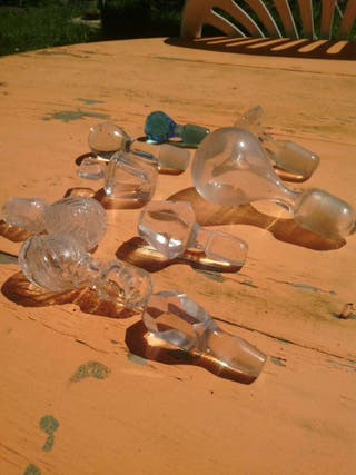 Tapes de cristal antiguos para botellas
