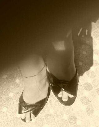 Sandalia vintage charol negro