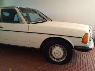 Mercedes 300D (1977)