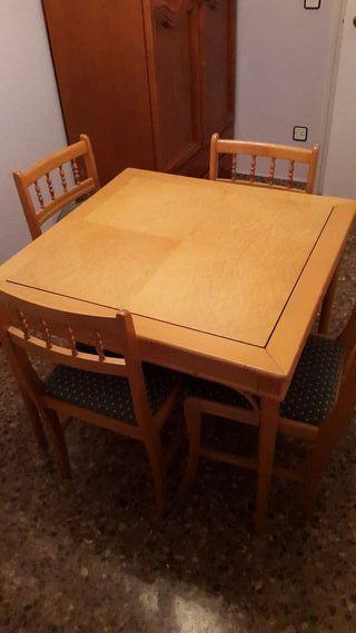 Mesa de juegos con 4 sillas