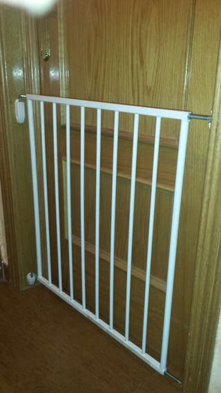Se vende puerta de escalera, medida de ancho 76 cm