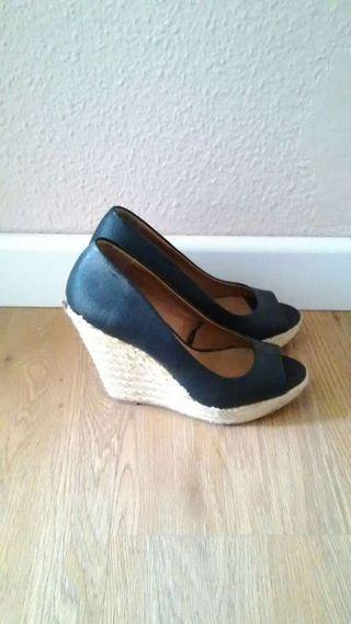 Zapatos cuña negra