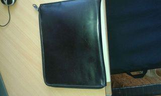 Cartera de piel negra de segunda mano en la provincia de Málaga en ... 727710f89a84