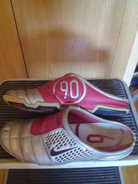 minorista online b5a35 cb97c Zuecos Nike total 90 de segunda mano por 10 € en Getafe en ...