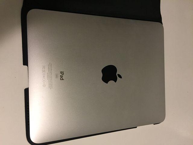 iPad 1 WiFi 32GB + Funda + Teclado