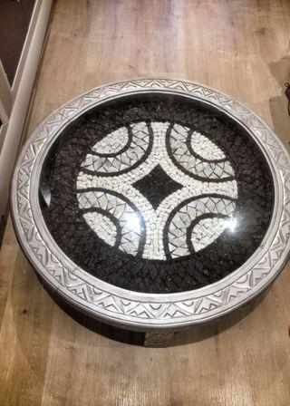 Mesa tallada a mano