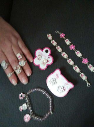 Pulseras ,anillos y pendientes de hello kitty