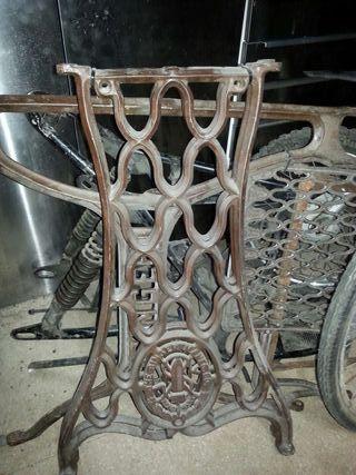 Soporte maquina de coser singer antigua