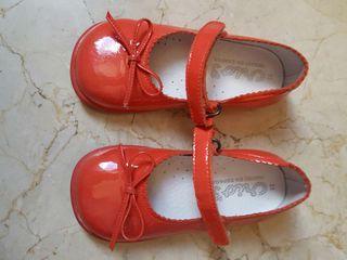 Zapatos charol. Talla 22.