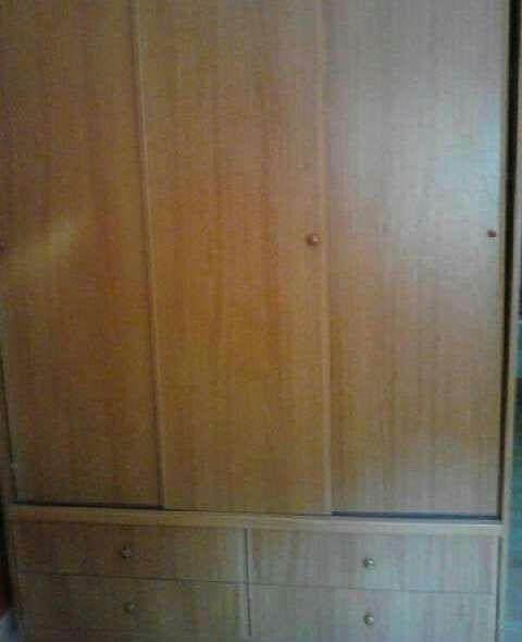 Ocasion armario tres puertas correderas de segunda mano for Armario puertas correderas segunda mano