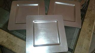 Platos,sobre platos.. Plateados de plastico