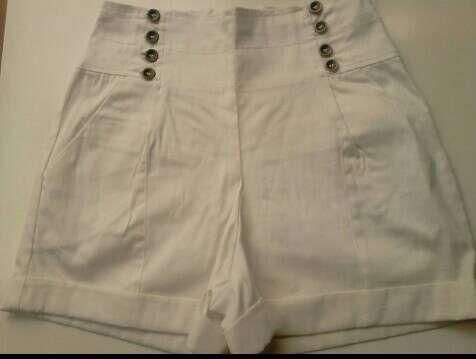 Pantalon Corto Tiro Alto Para Mujer Bershka De Segunda Mano Por 3 En Malaga En Wallapop