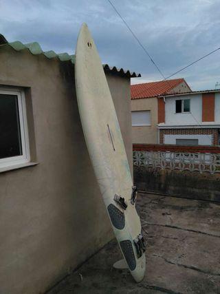 Tabla de windsurf con fijaciones