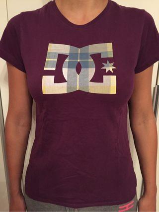 Camiseta DC Morada Original