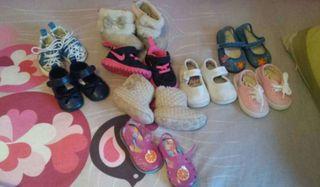 Lote zapatos y botas paea niña desde número 14 al 19 .preguntarme por los números según modelo también los vendo sueltos desde 2 hasta 10 euros alguno.precio por lote 30