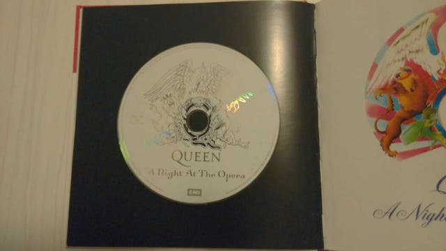 Queen - A Night At The Opera Libro+CD