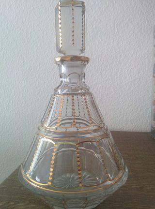 Licorera cristal bohemia con adornos en oro