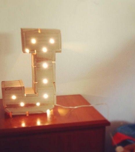 Letras de madera iluminada con luz LED